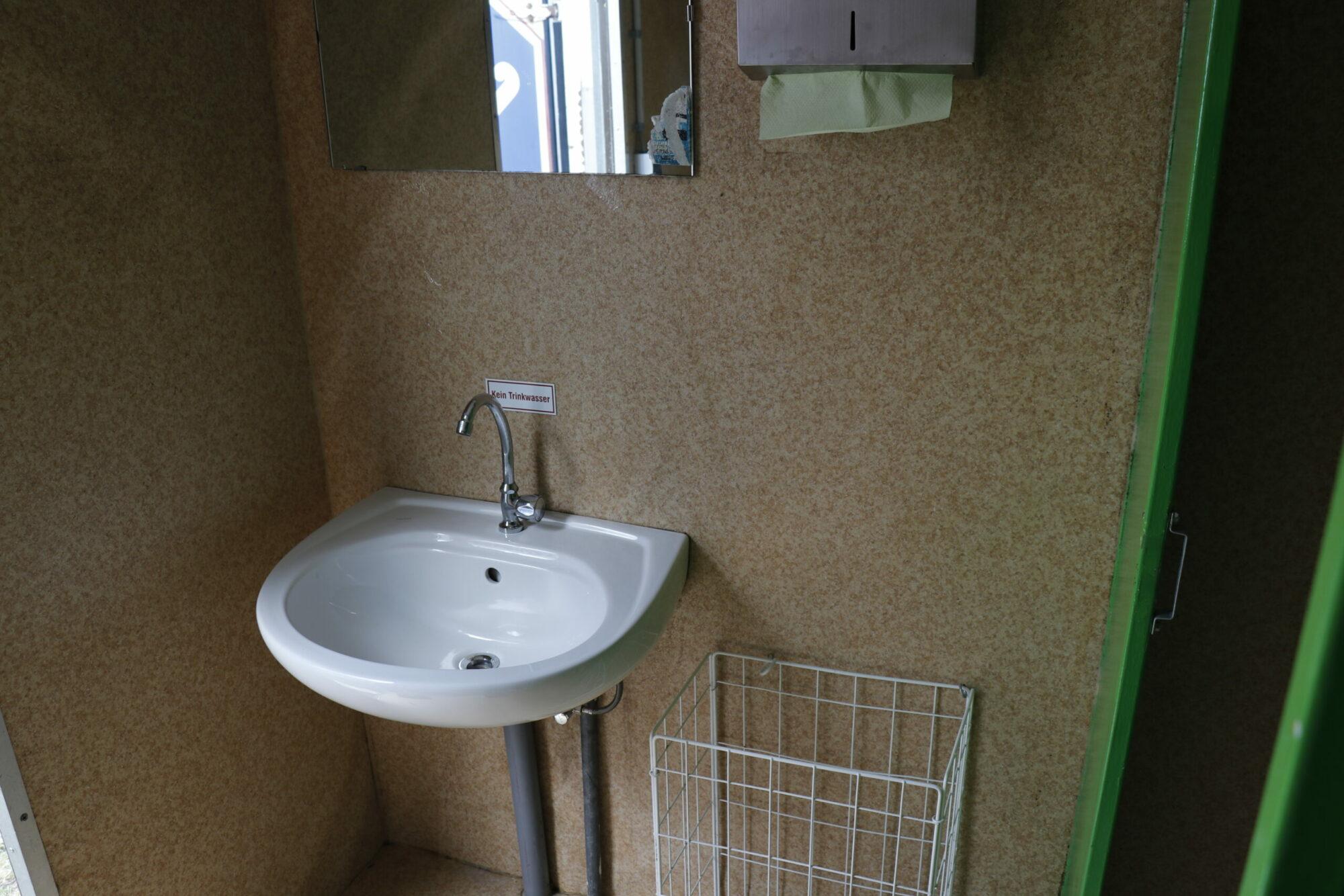 WC Damen Waschbecken